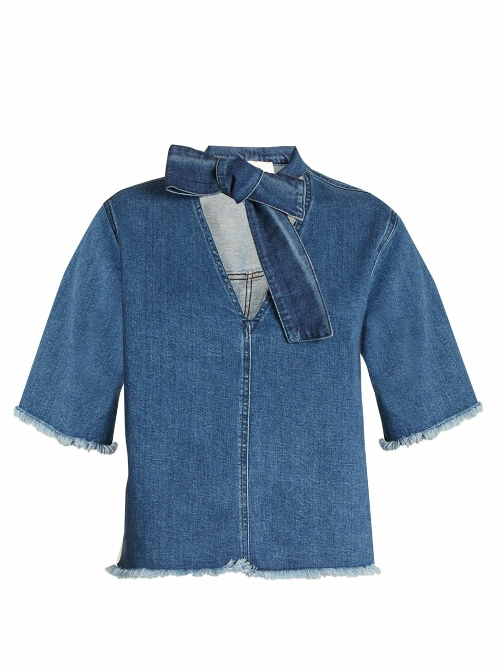 Topp fra See by Chloe |720,-| https://www.matchesfashion.com/intl/products/See-By-Chlo%C3%A9-Tie-neck-frayed-edge-denim-top-1152950