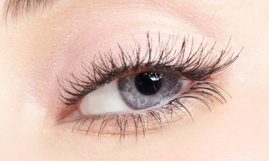 ØYEVIPPESERUM: - Enkelte serum kan være farlige, men det er viktig å presisere at vi da snakker om øyevippeserum som inneholder prostaglandiner. Prostaglandiner er kjemiske stoffer som regulerer mange av kroppens normale funksjoner. FOTO: NTB Scanpix