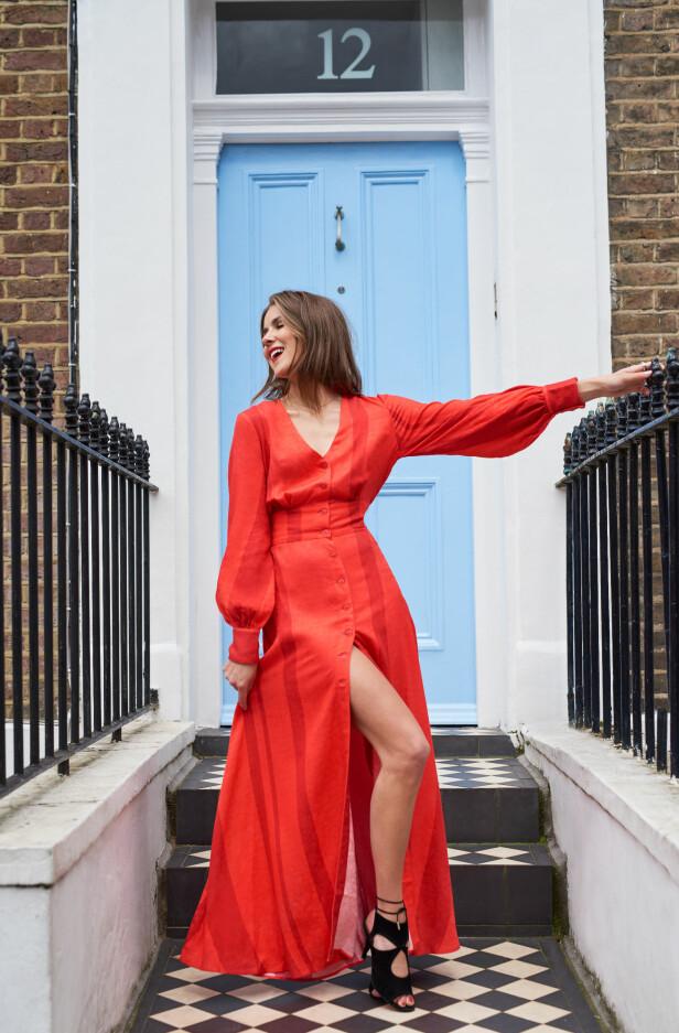 NINA SANDBECH: Den røde kjolen er blant de sju plaggene i kolleksjonen til Sandbech og 2nd Day. Foto: Produsenten