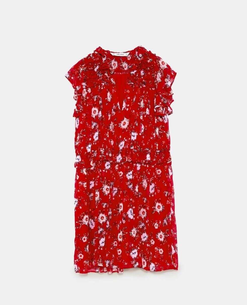 Kjole fra Zara |399,-| https://www.zara.com/no/no/kjole-med-volanger-og-blomsterm%C3%B8nster-p07521194.html?v1=6143508&v2=719020