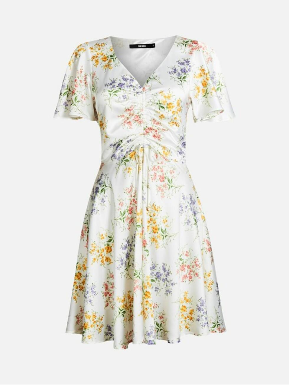 Kjole fra Bik Bok |350,-| https://bikbok.com/no/p/kjoler/jennifer-kjole/7218245_F001