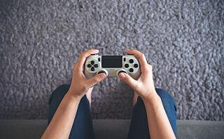 Psykolog: - Jeg tror hverken krigslek eller videospill lærer barn å drepe