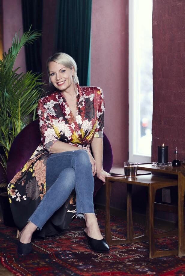 <strong>MARITA HAR PÅ SEG:</strong> Kjole (kr 600) og jeans (kr 300, begge fra Lindex) og sko (kr 550, Bianco). FOTO: Astrid Waller