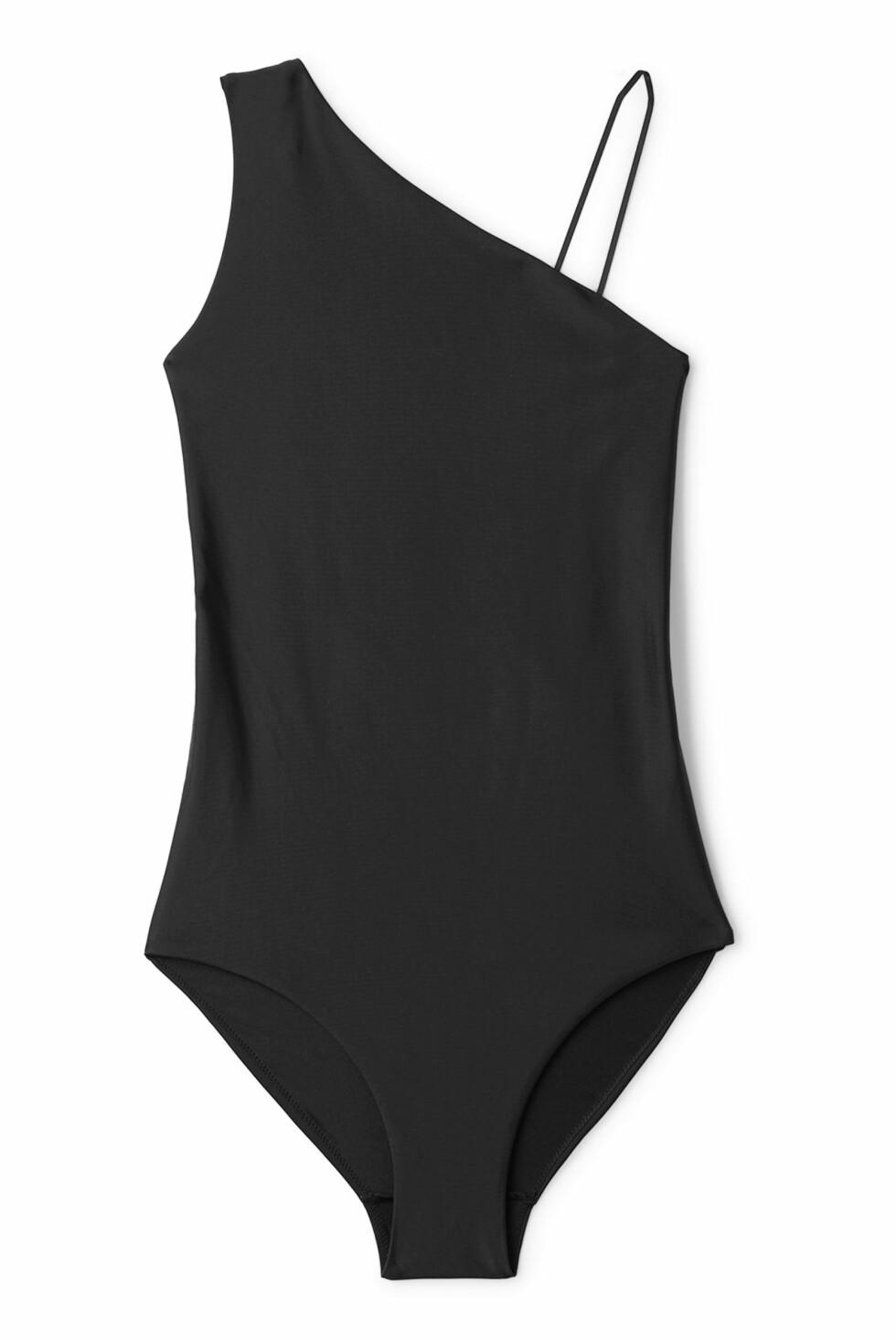 Svart badedrakt fra Weekday |250,-| https://www.weekday.com/en_sek/women/categories/swimwear/one-pieces/product.flora-swimsuit-black.0565094001.html