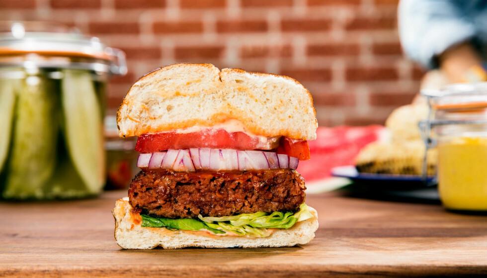 TID FOR BURGER: Er det mulig å erstatte kjøtt med planter. Ja, mener mange. Nei, kjøtt er kjøtt, hevder storfeindustrien. Pressebilde: Beyond meat