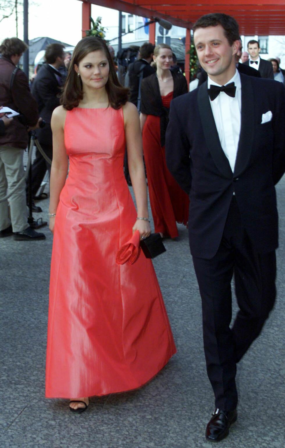 FEIRING: Kronprinsesse Victoria fotografert i 2001 i forbindelse med Luxembourgs feiring av storhertug Henris overtagelse av tronen. Her med kronprins Frederik av Danmark. FOTO: NTB scanpix