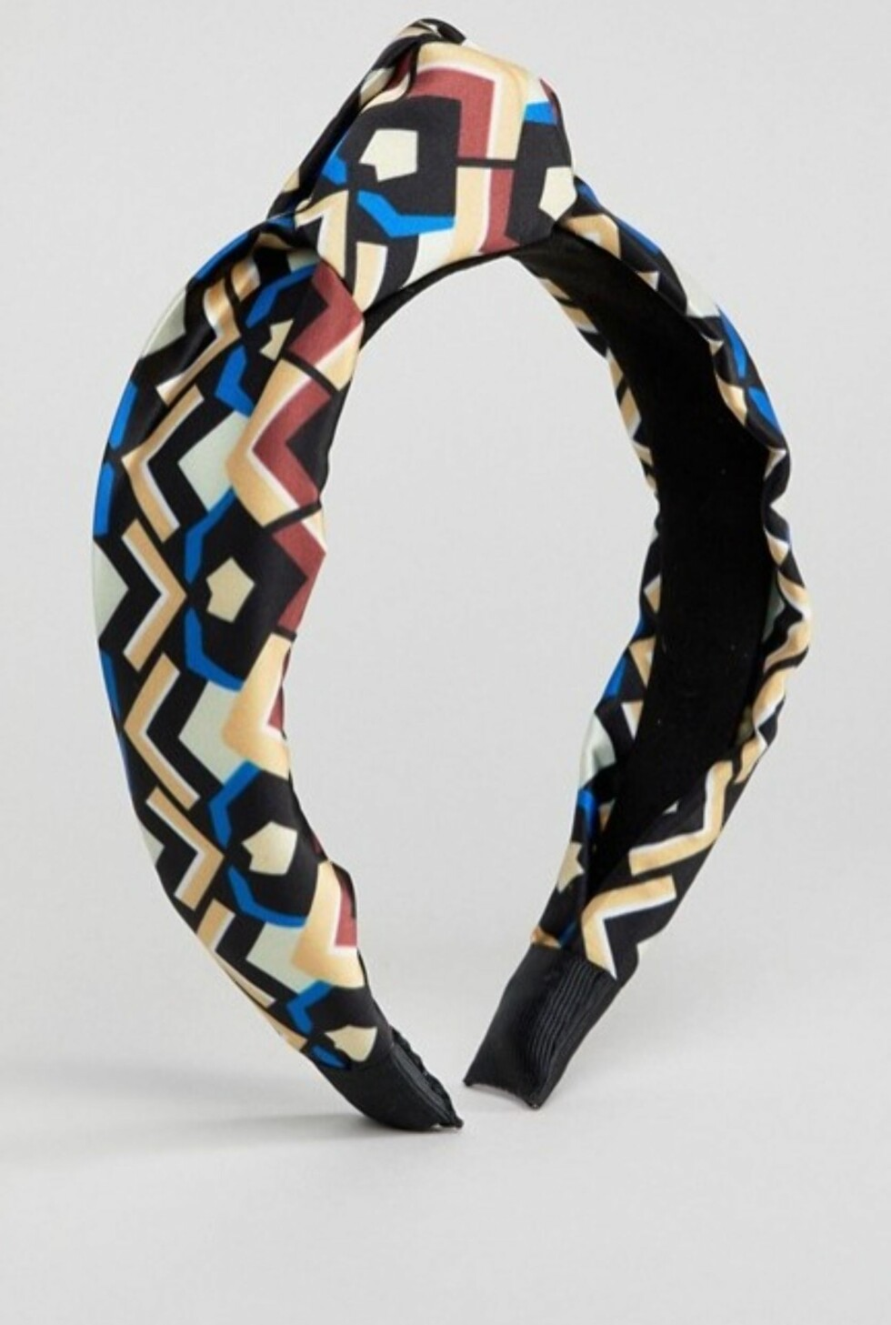 Hårbøyle fra Asos |100,-| http://www.asos.com/asos/asos-design-chunky-pattern-knot-headband/prd/9480238?clr=multi&SearchQuery=&cid=11412&gridcolumn=3&gridrow=2&gridsize=4&pge=2&pgesize=72&totalstyles=224