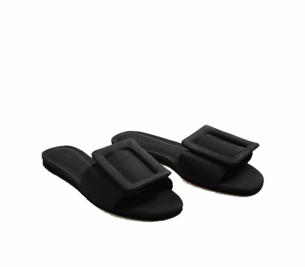 Sandal fra Mango |269,-| https://shop.mango.com/no/damer/sko-flate-sandaler/flat-sandal-med-spenne_23017024.html?c=15&n=1&s=accesorios.accesorio;42,342,442
