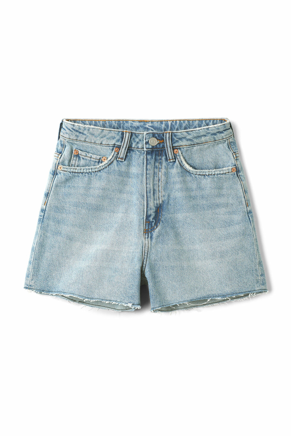 Shorts fra Weekday |400,-| https://www.weekday.com/en_sek/women/categories/shorts/product.row-spring-blue-shorts-blue.0591413001.html