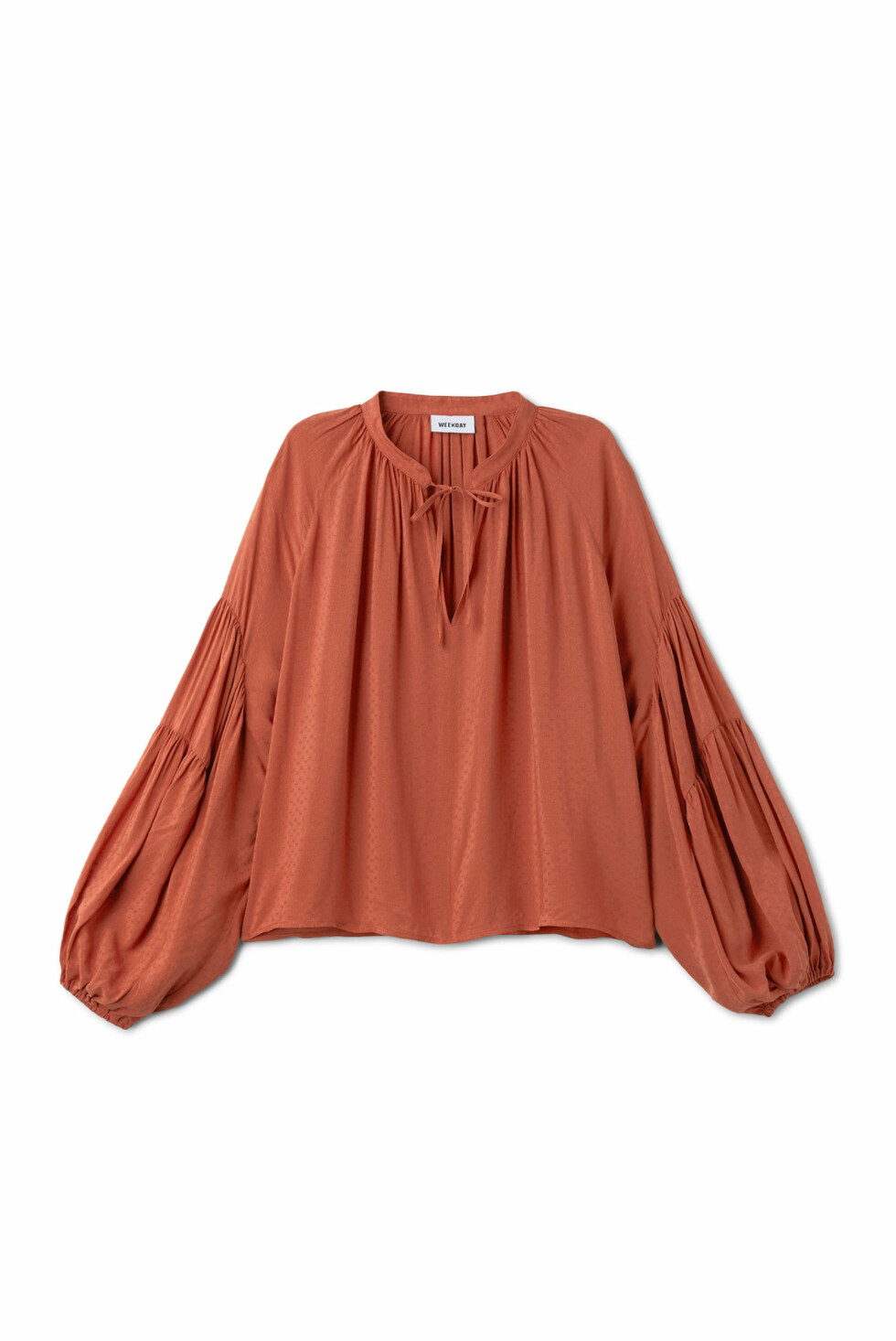Topp fra Weekday |450,-| https://www.weekday.com/en_sek/women/categories/shirts-and-blouses/product.miles-blouse-orange.0587369001.html