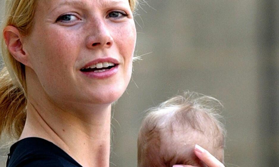 APPLE MARTIN: Her er Gwyneth avbildet med datteren Apple kort tid etter at hun ble født. FOTO: REUTERS