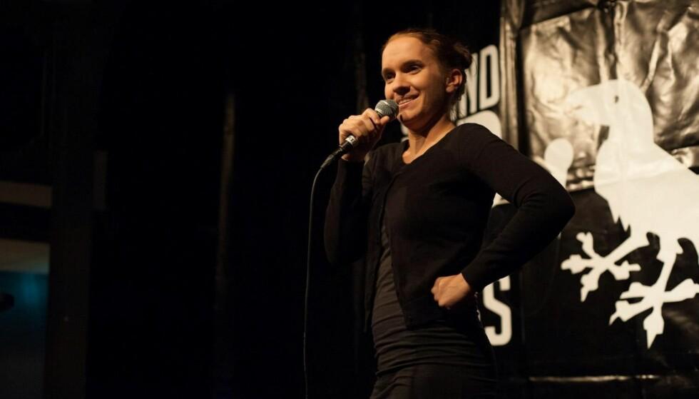SPISEFORSTYRRELSE: Susann Laache (31) var ekstremt usikker på seg selv da hun var yngre. Plutselig bestemte hun seg for å gå langt uf av komfortsonen, og nå jobber hun som Stand Up-komiker. FOTO: Privat