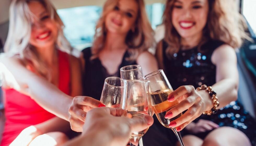LYKKEPROMILLE: Reduser risikoen for bakrus ved å ikke overstige lykkepromillen, og ved å ikke drikke over for mange timer. Foto: Scanpix.