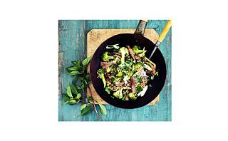 Biffstrimler med brokkoli, svarte bønner og nudler