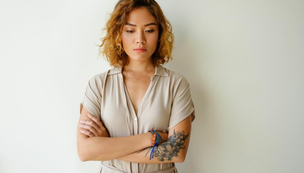 ANGRER: - Det er ulike grunner til at noen angrer på en tatovering. Ofte er de på vei inn i en ny livsfase, de har fått ny jobb, skal gifte seg eller få barn. Da føler de gjerne at tatoveringen ikke passer lenger, sier Marcus Nøstdahl. FOTO: NTB Scanpix