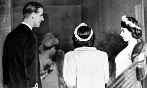 <strong>NÆRE:</strong> Da prinsesse Margaret giftet seg med Anthony Armstrong-Jones var det hennes kommende svigerbror prins Philip som fulgte henne opp kirkegulvet. Dette bildet er tatt av prins Philip og prinsesse Margaret i 1946 De utviklet et nært vennskap, og han ble et naturlig valg som den som skulle følge henne opp kirkegulvet. FOTO: NTB Scanpix
