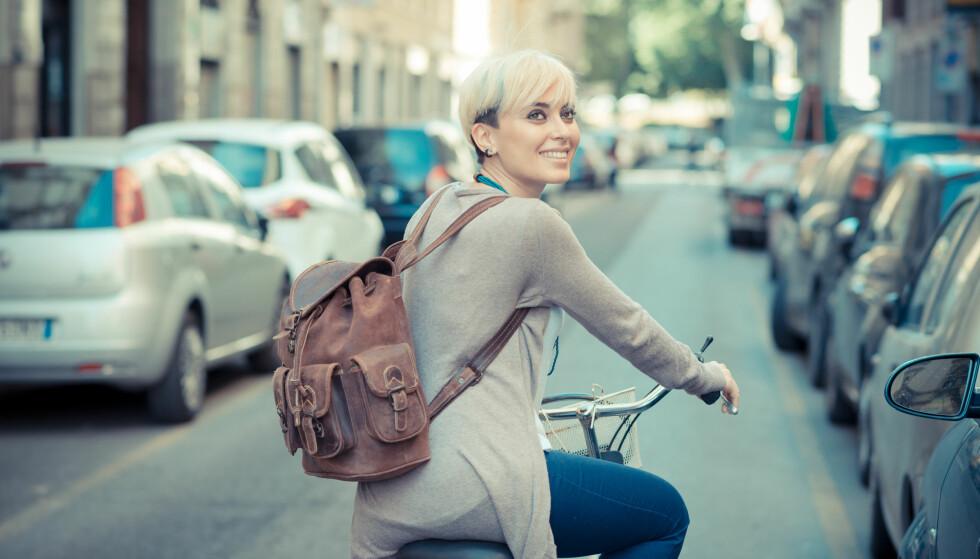 AKTIV REISEVEI: Det å ta bena eller pedalene fatt fremfor bilen kan redusere risikoen for sykdom. Dessuten gir det en super start på dagen. FOTO: NTB Scanpix