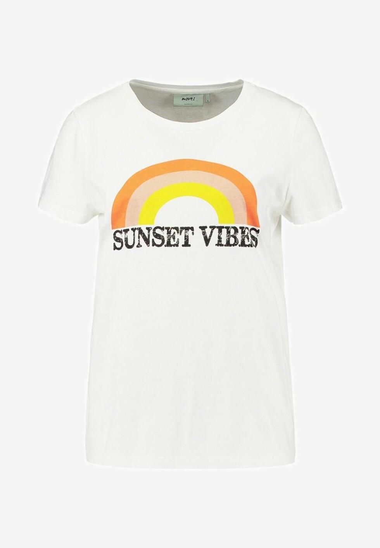 T-skjorte fra Moves |349,-|https://www.zalando.no/moves-talla-t-shirts-med-print-ivory-mod21d00l-a11.html