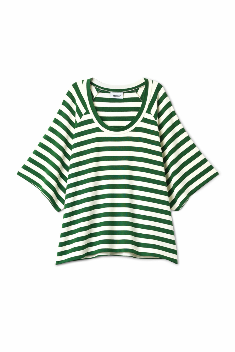 <strong>T-skjorte fra Weekday |350,-|https:</strong>//www.weekday.com/en_sek/women/categories/tops/_jcr_content/subdepartmentPar/productlisting.products/product.conduct-t-shirt-dark-green.0576728003.html