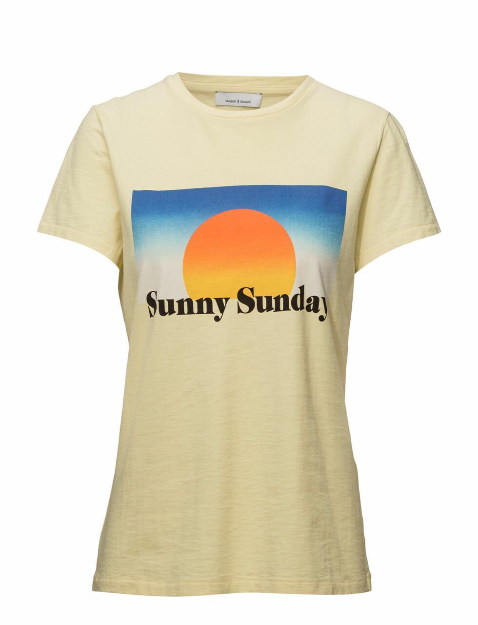 T-skjorte fra Samsøe & Samsøe via Boozt |399,-|https://www.boozt.com/no/no/modstrom/glass-t-shirt_18122465/18122469?navId=67362&sNavId=67386&group=listing&position=1000000