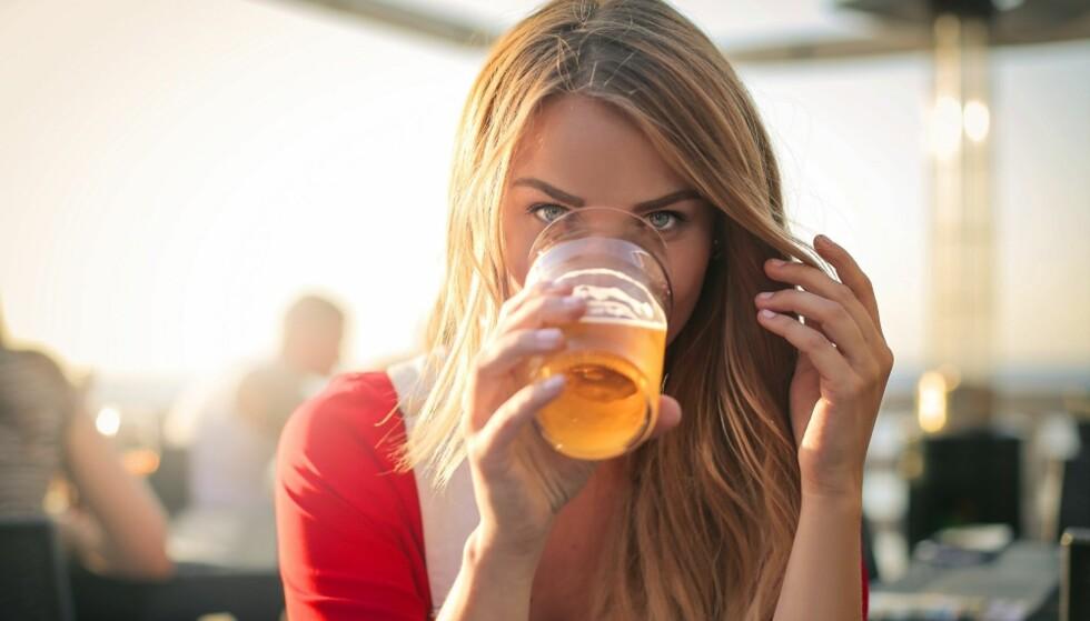 ALKOHOLISME: Både arv og miljø har mye å si for om du blir avhengig eller ikke. FOTO: Shutterstock