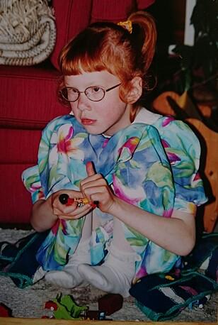 <strong>MISTET SYNET:</strong> Solveig-Marie måtte ta i bruk hendene i stor grad, da hun mistet synet. Brillene fungerte som beskyttelse. FOTO: Privat