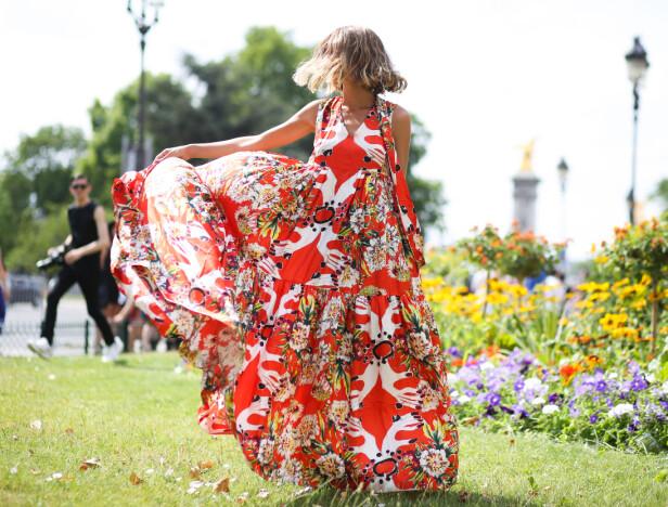 ET GODT KJØP: Se etter løse og ledige kjoler denne sommeren. Her er Candela Novembre i kjole fra Antonio Marras. Foto: Scanpix