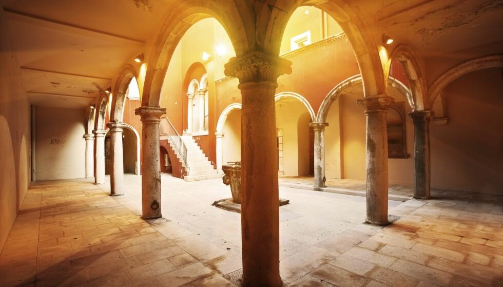 ARKITEKTUR: I Zadar møtes gammel og ny arkitektur, mye på grunn av at byen ble bombet under andre verdenskrig. FOTO: NTB Scanpix