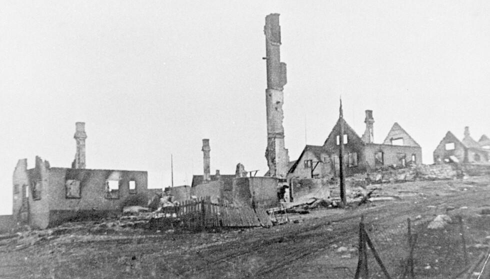 BLE BRENT NED: Slik så det ut mange steder i Finnmark etter at tyskerne høsten 1944 tvangsevakuerte befolkningen og brente ned husene. FOTO: NTB Scanpix