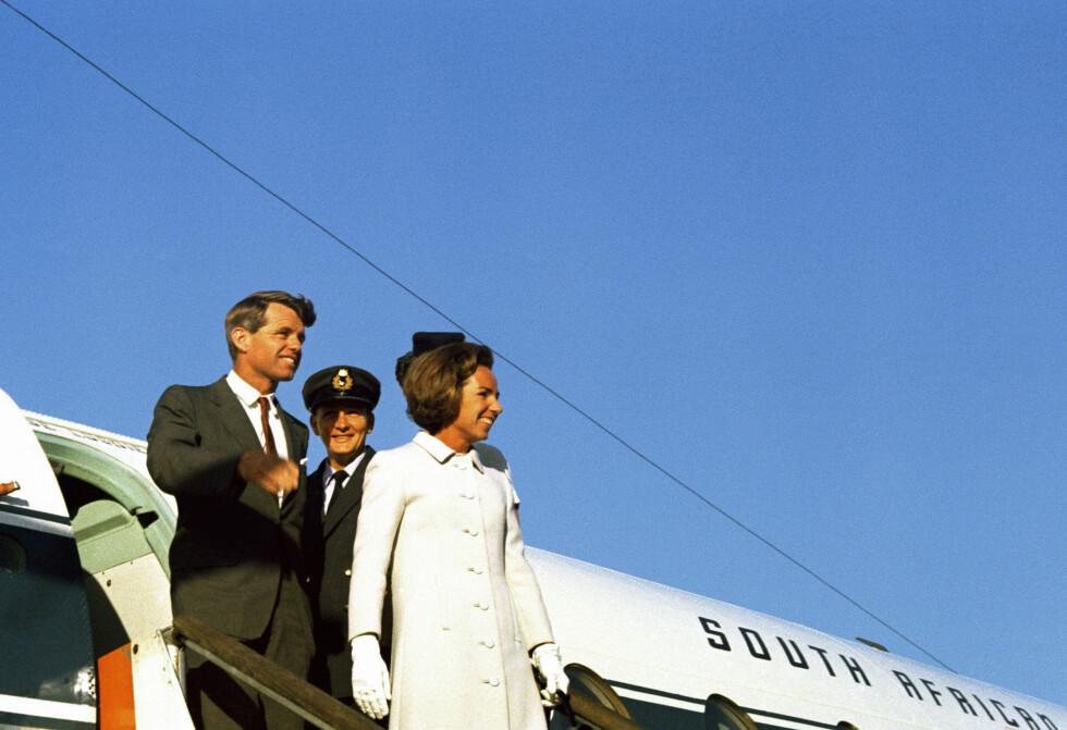 <strong>PÅ REISE:</strong> Ekteparet Kennedy i Afrika i 1966. FOTO: NTB Scanpix