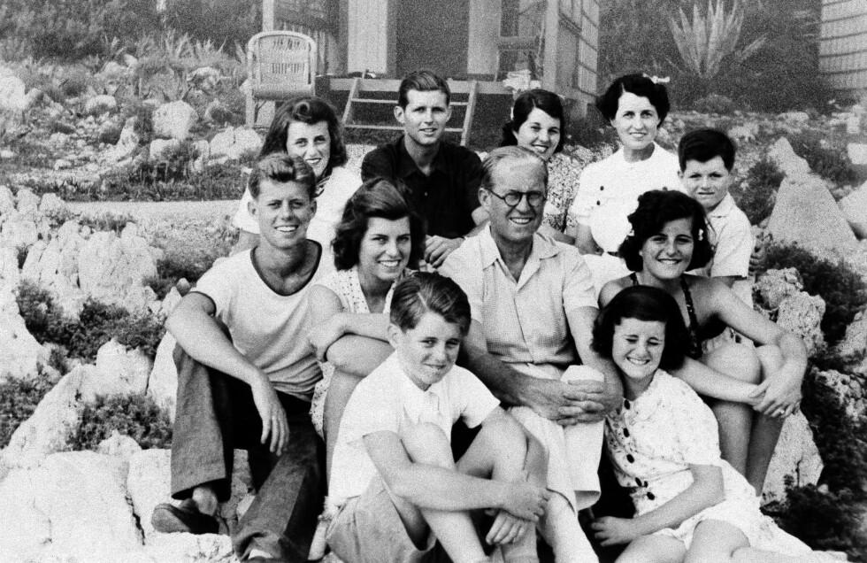 <strong>KENNEDY-FAMILIEN:</strong> Joseph Kennedy sr. med kona Rose og barna Robert, Eunice, John, Kathleen, Joe Jr. Rosemary, Teddy, Patricia og Jean. FOTO: NTB Scanpix