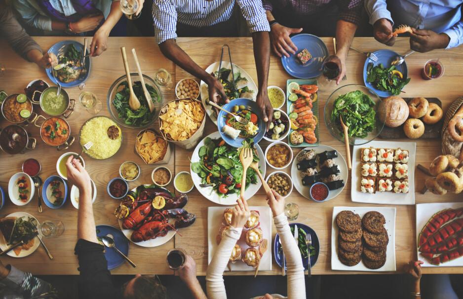 SJEKK HVOR MYE DU KAN SPISE: Hvor mange kcal du trenger hver dag, kommer an på mange ulike faktorer. Foto: Scanpix