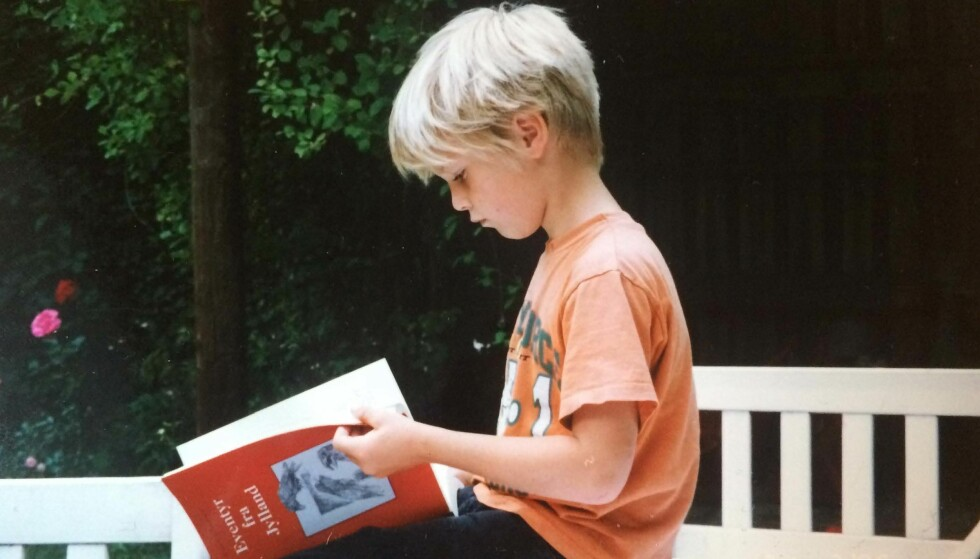 LITEN GUTT: Carl fotografert i 1997 under et besøk hos sin mormor i Kragevig på Sydsjælland. FOTO: Privat