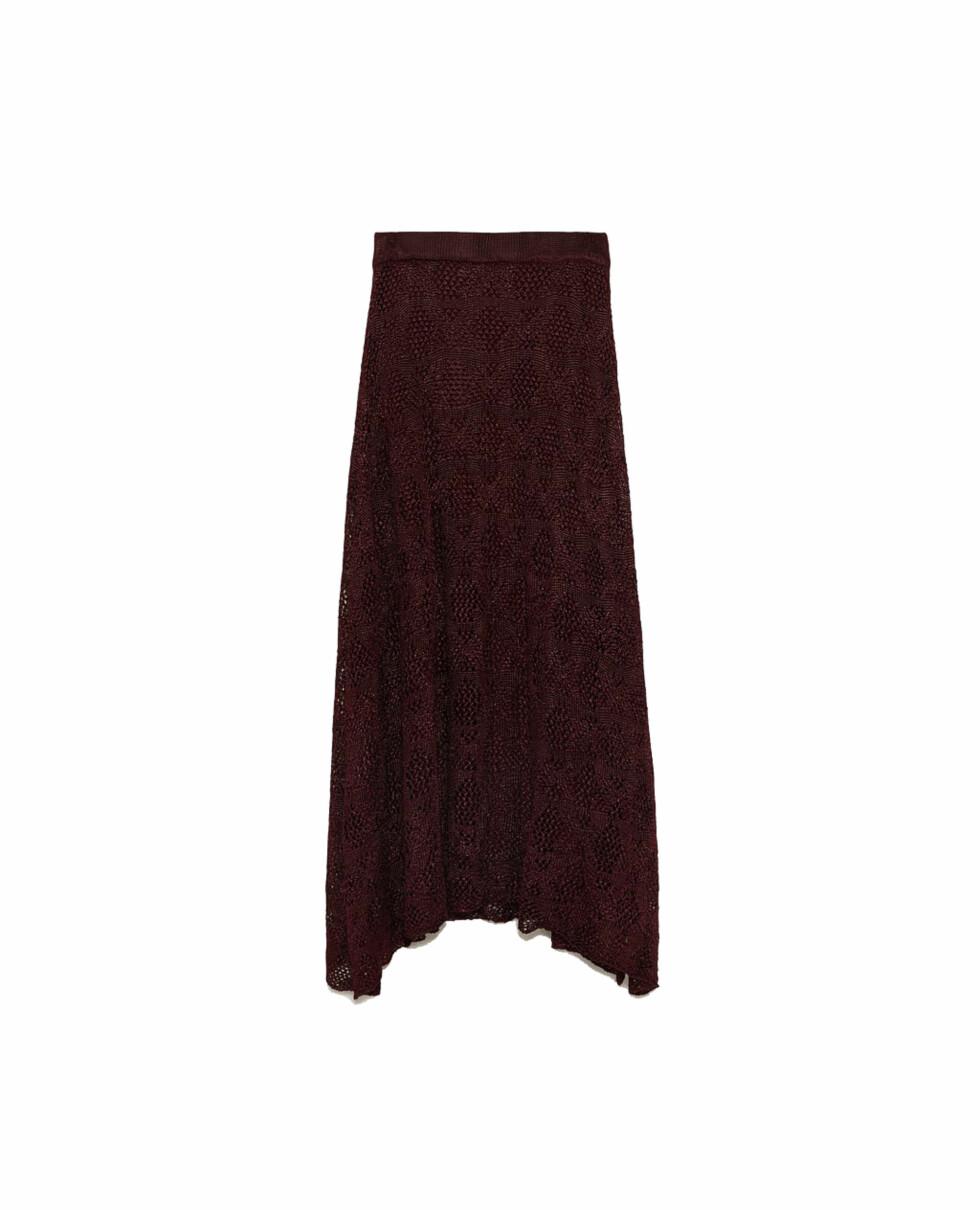 Skjørt fra Zara |499,-| https://www.zara.com/no/no/strikkeskj%C3%B8rt-med-hullm%C3%B8nster-p08146009.html?v1=6700520&v2=805003