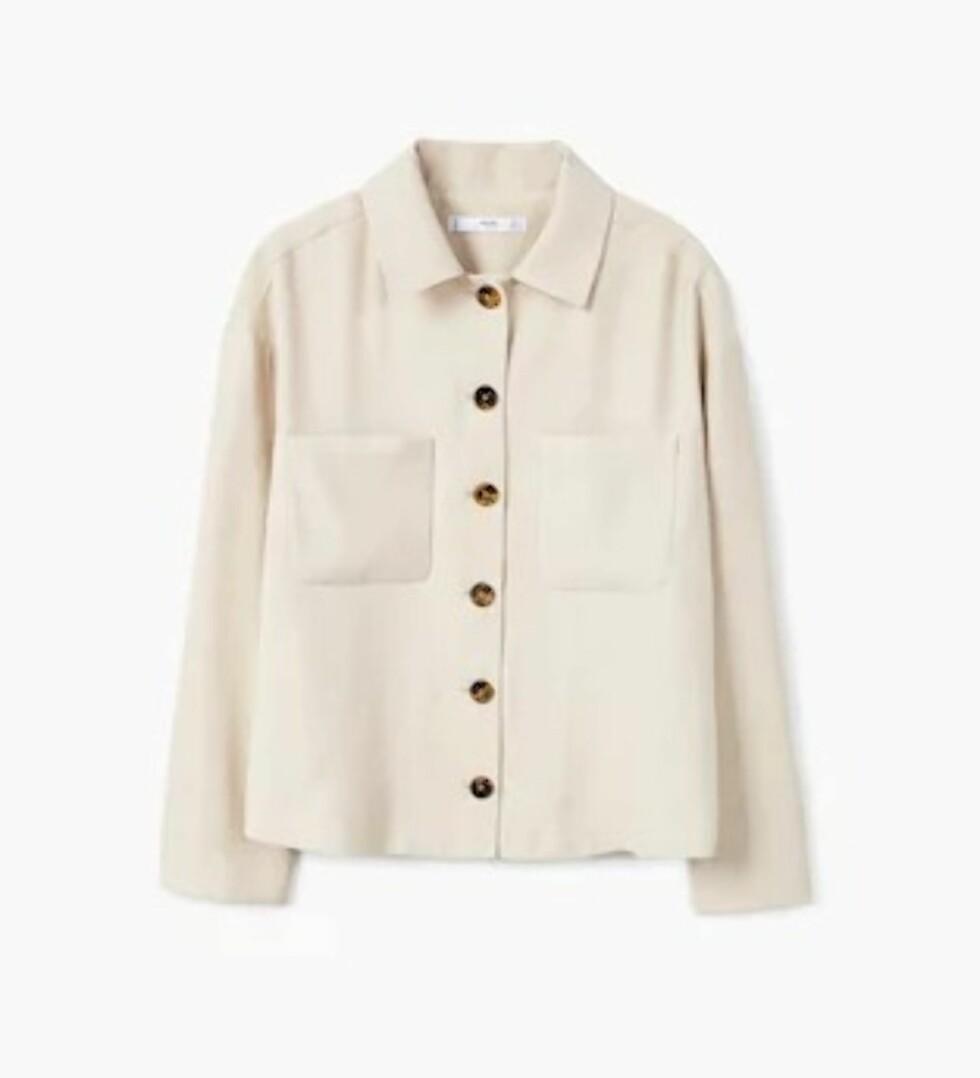 Skjorte fra Mango |499,-| https://shop.mango.com/no/damer/skjorter-skjorter/skjorte-med-brystlomme_31040915.html?c=04