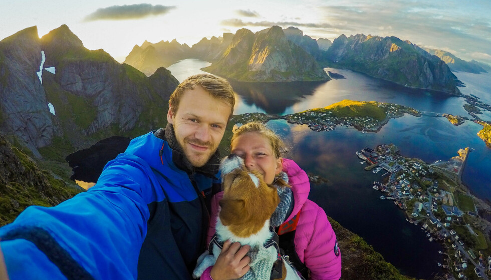 JUSTER: Unes hund Juster er oppkalt etter skuespilleren Leif Juster. Juster startet som teaterhund, men har nå konvertert til å bli hundre prosent turhund! FOTO: Privat