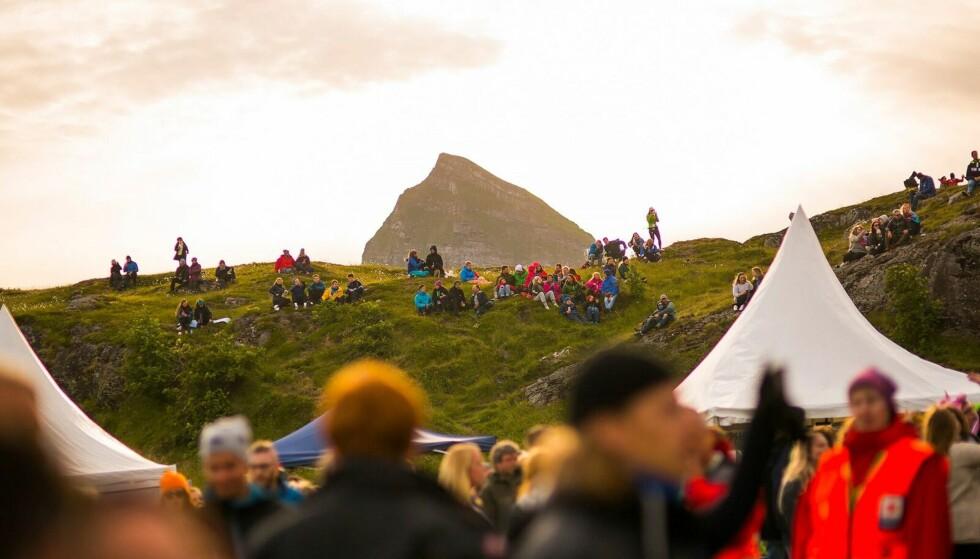 TRÆNAFESTIVALEN: Træna er en øygruppe på Helgeland i Nordland fylke, og festivalen arrangeres på den største øya, nemlig Sanna, hvor det i 2018 er bosatt to eller tre innbyggere. FOTO: Trænafestivalen