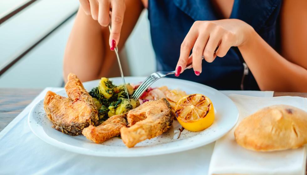 SPISE FISK GRAVID: Mange spiser mindre fisk enn anbefalt, også gravide. FOTO: NTB Scanpix