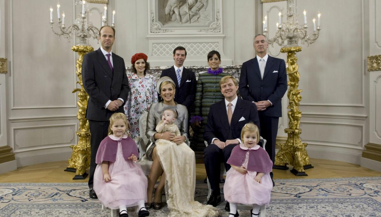 SVÆRT NÆRE: Inés Zorreguieta (nr.2 bakerst t.v.) var et naturlig valg som fadder da dronning Máximas yngste datter prinsesse Ariane ble døpt i 2007. FOTO: NTB