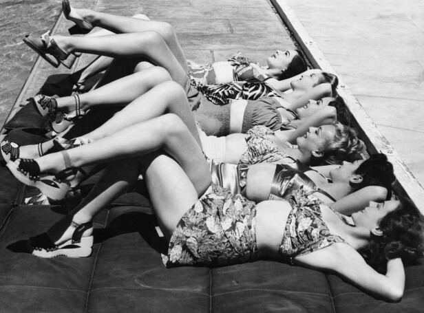 <strong>PASS PÅ SOLKREM:</strong> Solkrem du tar med til stranden kan bli eksponert for solen og for høy varme, og da bør den kastes, sier eksperten. Foto: Scanpix