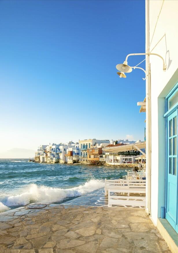 MYKONOS: Nudister, cruiseskip-passasjerer, kjendiser: En underlig miks av mennesker reiser til trendy Mykonos for å kaste klærne, feste, shoppe og dra på sightseeing, om ikke akkurat i den rekke følgen. FOTO: NTB scanpix
