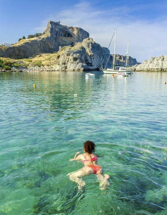 LESVOS: Øya lengst øst i Hellas ble for et par år siden mer kjent for å ta imot båtflyktninger enn turister. Men nå er feriefolket på vei tilbake. FOTO: NTB scanpix