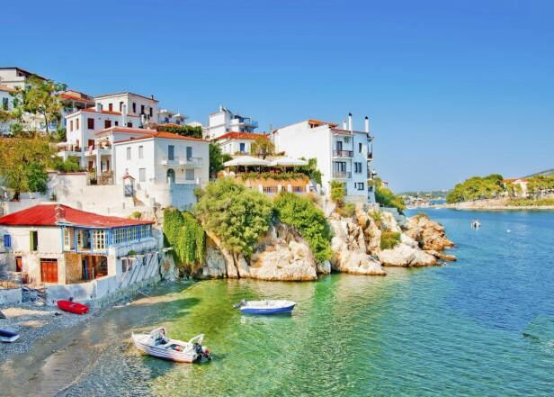 SKIATHOS: Mange reiser til Skiathos for å jakte på den gode, gamle greske feriefølelsen, altså små, sjarmerende tavernaer, familiedrevne hotell og rolige landsbyer med avslappende stemning. FOTO: NTB scanpix