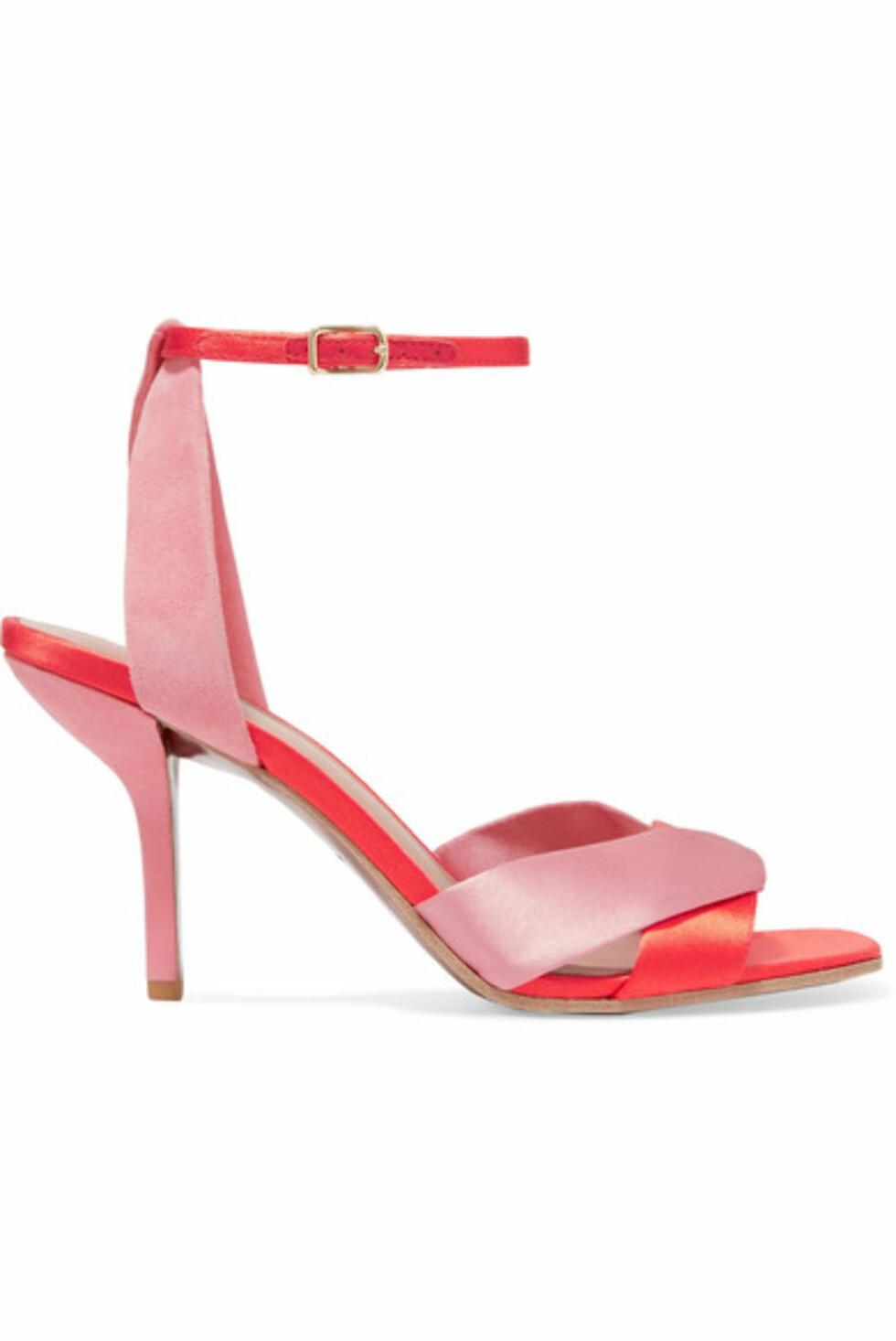 Sko fra Diane von Furstenberg |1677,-| https://www.net-a-porter.com/no/en/product/1038845/diane_von_furstenberg/fiona-satin-and-suede-sandals