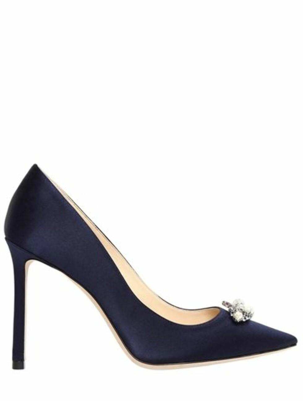 Sko fra Jimmy Choo |3025,-| https://www.matchesfashion.com/intl/products/Jimmy-Choo-Alexa-100mm-crystal-embellished-satin-shoes-1148483
