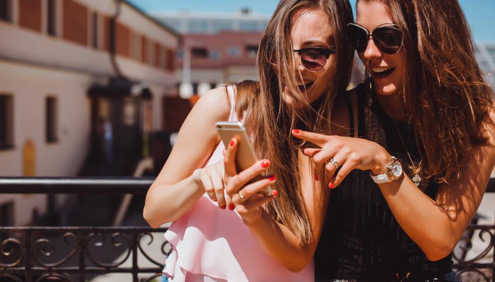 KAN BLI FOR MYE:  – Det jeg tror kan irritere venner i nyhetsstrømmen, er om man oppdaterer fra ferien sin litt vel ofte, sier Astrid Valen-Utvik. FOTO: NTB scanpix