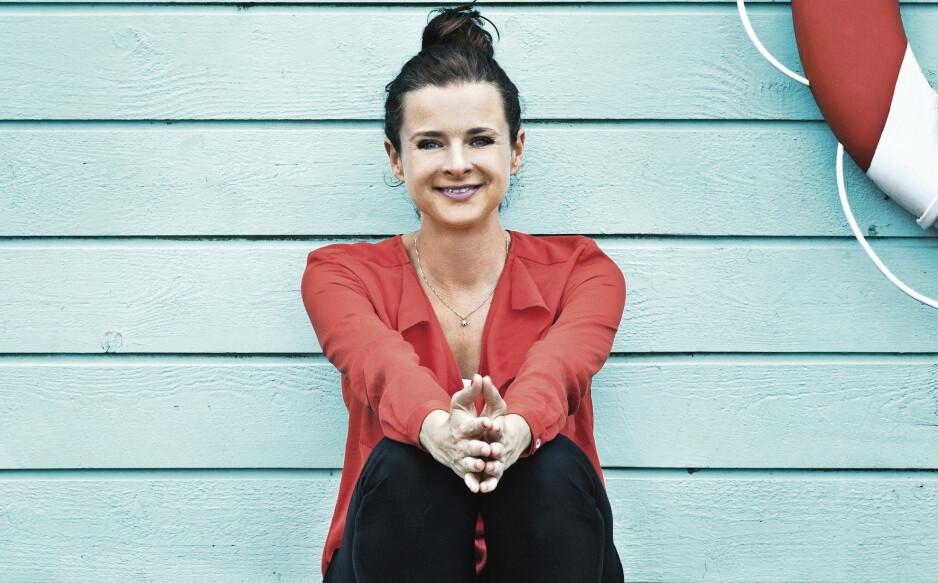 TAKKNEMLIGHET: – Forskning har vist at når du er takknemlig, produserer du lykkehormoner i stedet for stresshormoner, sier Rikke Østergaard. Foto: Stine Heilmann