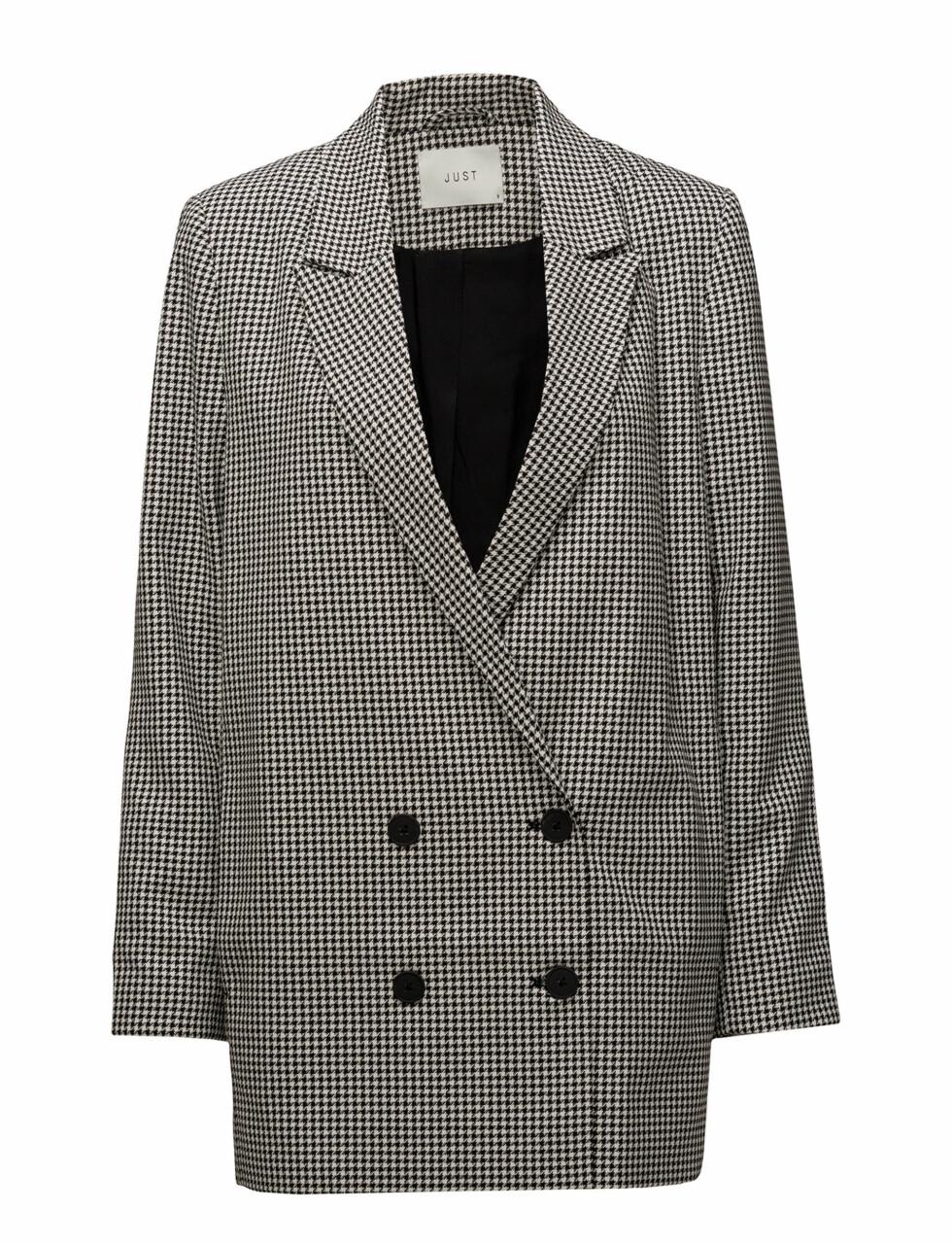 Blazer fra Just Female |1170,-| https://www.boozt.com/no/no/just-female-ob/amalie-blazer_17204985/17204986?path=67363&navId=67363&sNavId=67450&group=listing&position=1000000