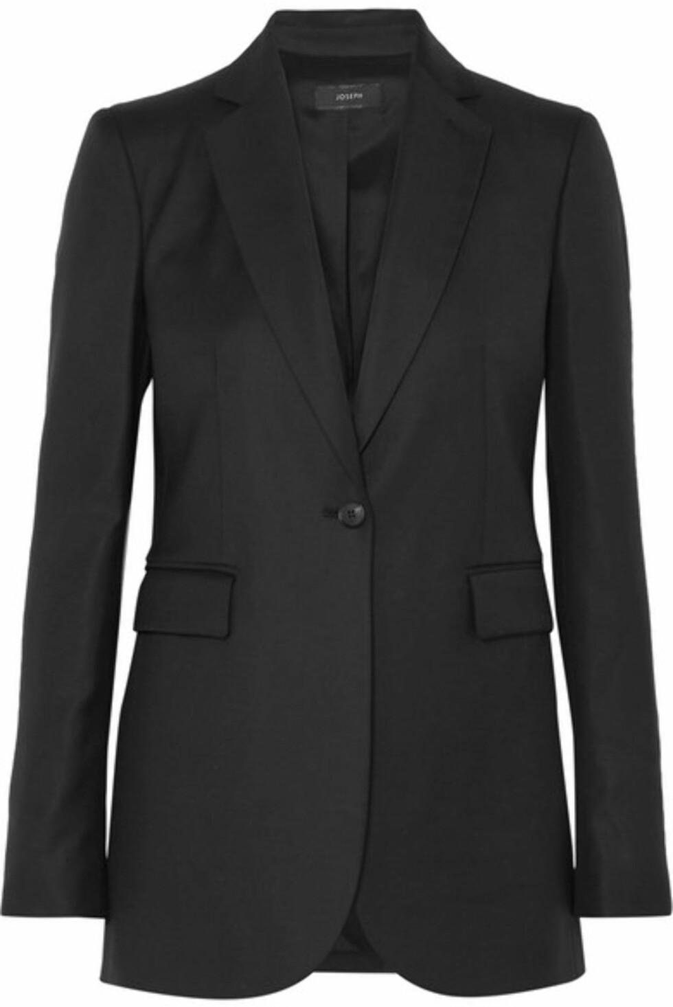 Blazer fra Joseph |3400,-| https://www.net-a-porter.com/no/en/product/996315/joseph/laurent-wool-twill-blazer