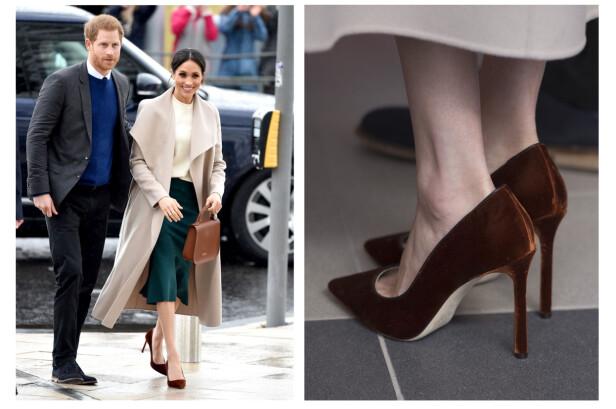 ALTFOR STORE SKO: Hertuginne Meghan bruker for store sko, og ifølge ekspert er det for å unngå gnagsår. Dette bildet ble tatt i mars i år, da de fremdeles var forlovet. FOTO: NTB Scanpix